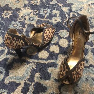 Shoes - Leopard print heels
